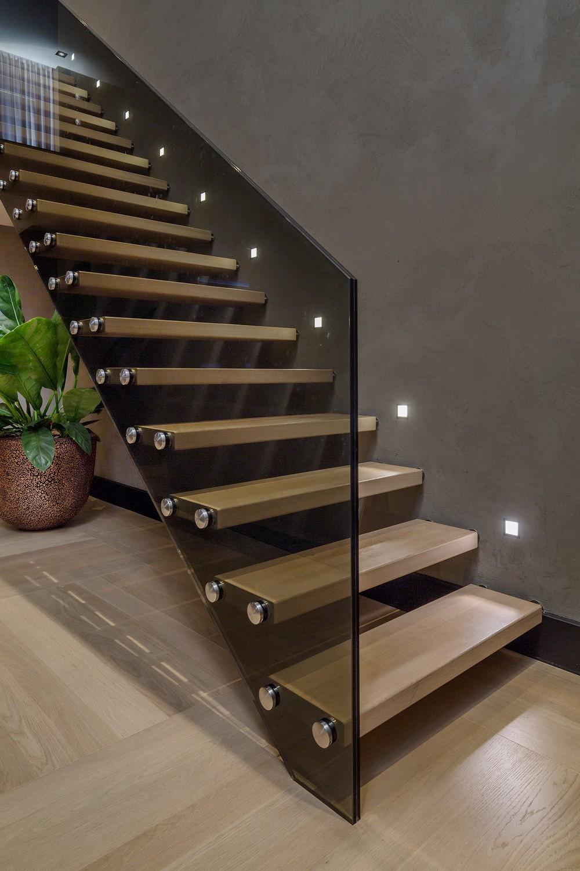 Остекление лестниц