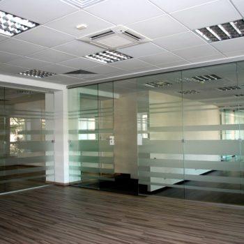 офисные перегородки из стекла с рисунком 2