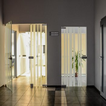 стеклянные двери межкомнатные