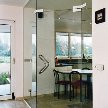 стеклянные двери в комнату