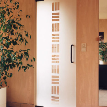 стеклянная дверь в частном доме