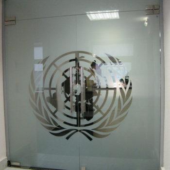 фото стеклянных входных дверей
