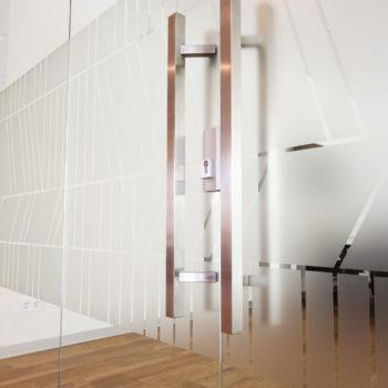 стеклянные двери матовые