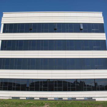 Фото остекленного фасада здания 5