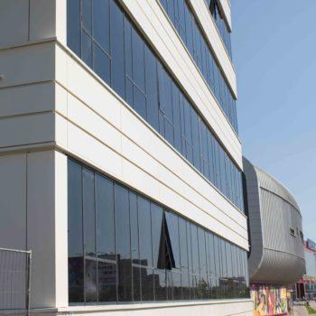 Фото остекленного фасада здания 6