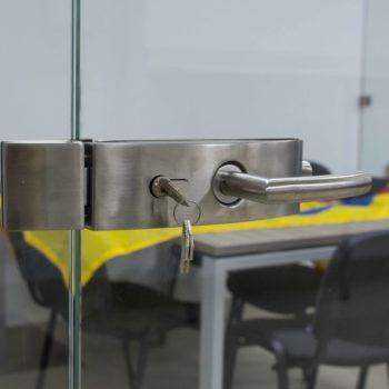 стеклянная входная дверь, фото ручки 2