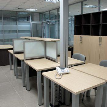 Мебель для рабочего места в офисе