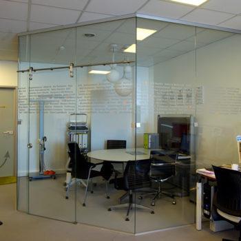 стеклянная входная дверь фото