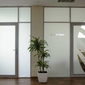 Перегородки с дверями, матовое стекло - фото выполненного заказа