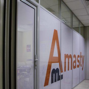 алюминиевые перегородки для офиса с логотипом компании 1