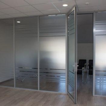 алюминиевые перегородки для офиса с дверью