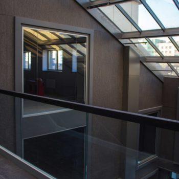 стеклянные ограждения для лестницы 7
